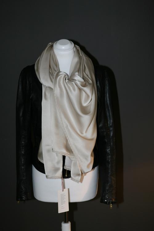 Zijden sjaal mistkleur